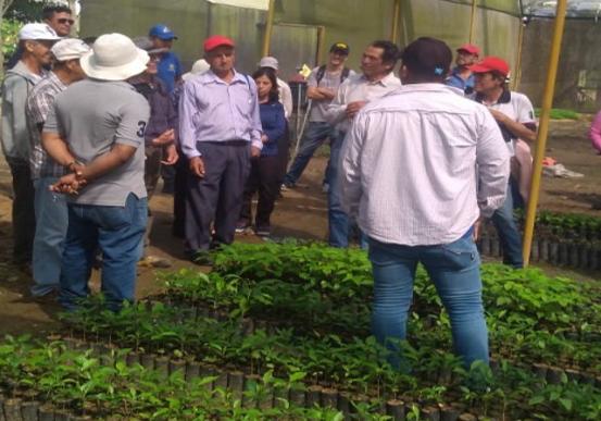 AGRICULTORES RECIBEN CAPACITACIÓN EN LA GRANJA EXPERIMENTAL